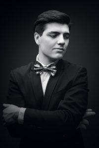 Na zdjęciu pianista Tomasz Marut. Artysta wystąpi w ramach festiwalu muzycznego Wiosna z Fryderykiem organizowanym przez Teatr Miejski w Gliwicach w Palmiarni w Gliwicach.