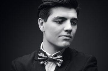 Na zdjęciu pianista Tomasz Makrut. Artysta wystąpi podczas WIosny z Fryderykiem organizowanej przez Teatr Miejski w Gliwicach.