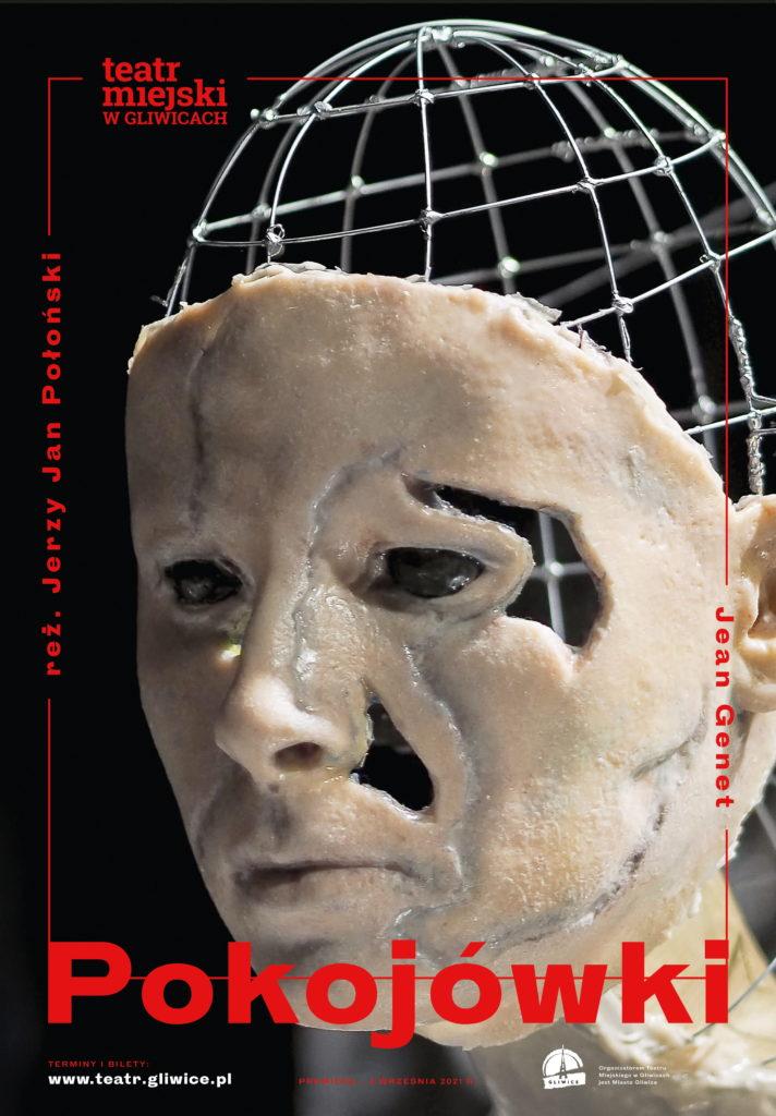"""Plakat spektaklu """"Pokojówki"""". Na plakacie twarz lalki odlana z tworzywa i metalowa konstrukcja. Napis z tytułem spektaklu, nazwisko reżysera, nazwisko autora i logo Teatru Miejskiego w Gliwicach"""